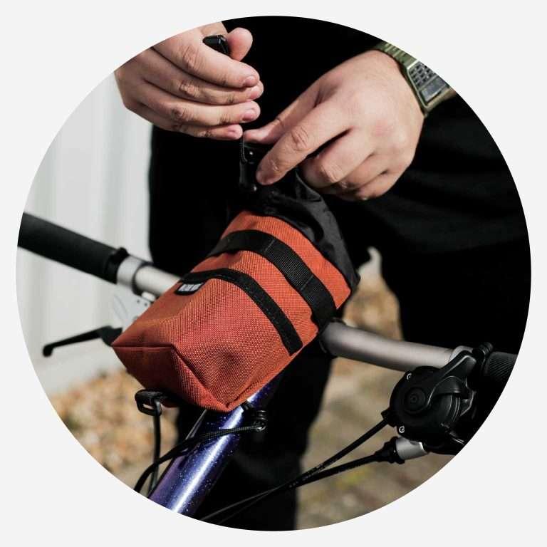 Multiple attachment points & removeable bottom strap. Mini-Velo and Folding Bike compatible.